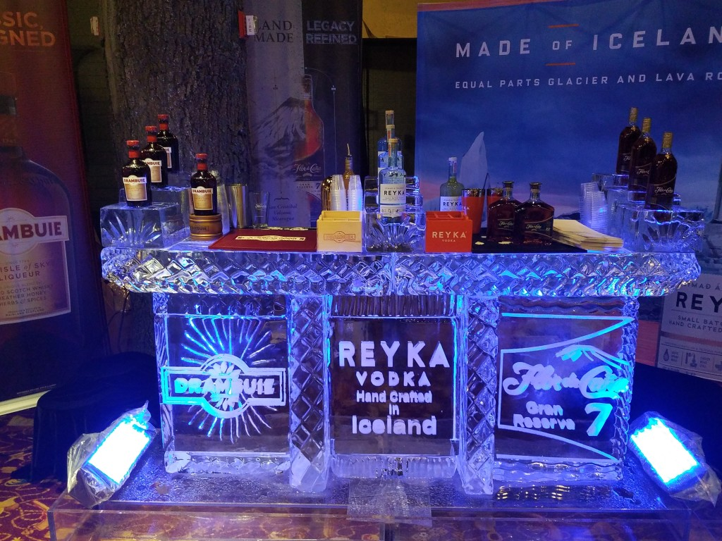 009 Bar with Bottle Display
